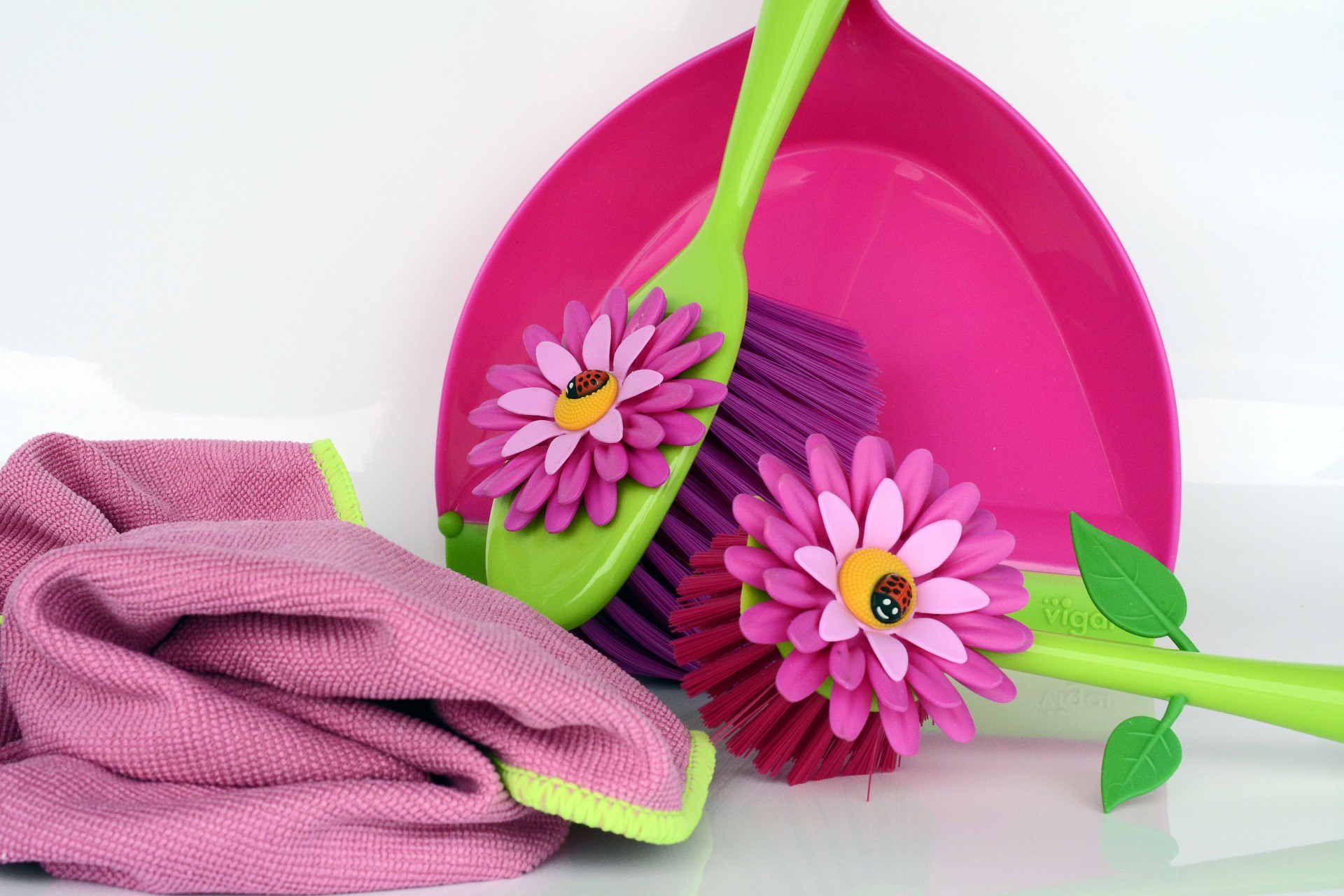 Spring Cleaning tools pink and green